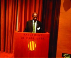 Dr Douglas addressing the Catalonia Parliament