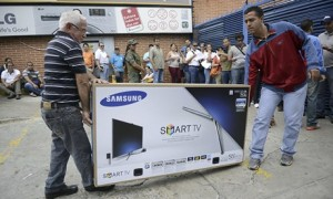 TV shoppers queue Caracas