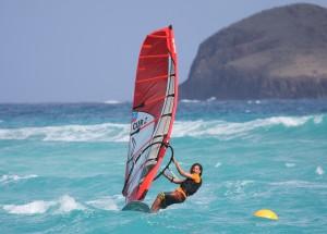 Aron Etmon Surfing