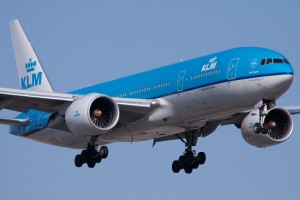 KLM_Boeing_777-200ER_Closeup_PH-BQO_YUL