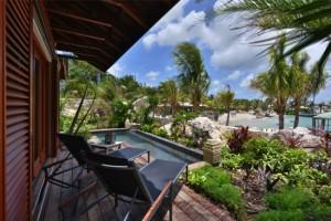 Beachfront Pool Suites 4