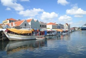 Trav-Curacao-Floating-Market-1-rs-446x300