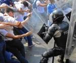 police-venezuela-protestors
