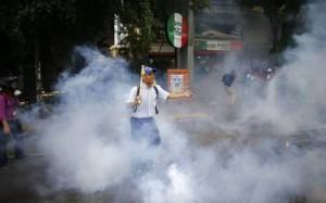 Venezuela_Crisis_tear gas