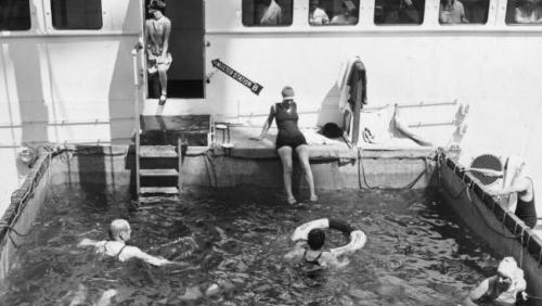 HAL-cruiseship-Duchess-of-Richmond-swimmingpool-Getty