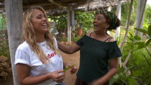 Ontdek Curaçao Martine & Dinah lachend-L