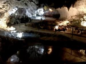 1. Leuningen in de hato grotten2